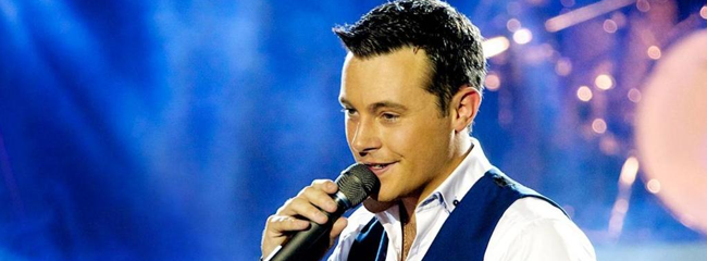 Nathan Carter is a sensation! In Ireland he outsold One Direction, Pharrell Williams and Michael Buble, and became the first country act to reach number one in the Irish charts in 2013 after Garth Brooks, six years before.